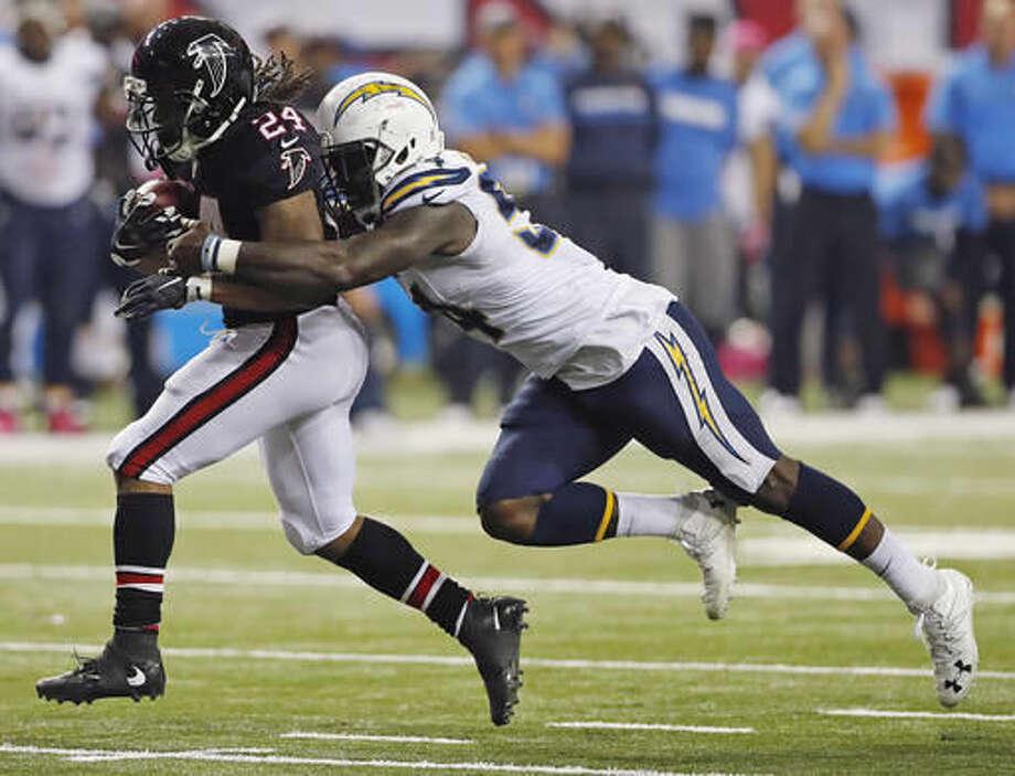Atlanta Falcons running back Devonta Freeman (24) runs as San Diego Chargers outside linebacker Melvin Ingram (54) defends during the second half of an NFL football game, Sunday, Oct. 23, 2016, in Atlanta. (AP Photo/John Bazemore)