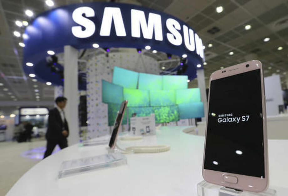In this Oct. 26, 2016 photo, Samsung Electronics Galaxy S7 smartphone is displayed at Korea Electronics Show or KES in Seoul, South Korea. Samsung Electronics said Thursday, Oct. 27 its third quarter profit has plunged 17 percent as Galaxy Note 7 recalls nearly wiped out its mobile profit. (AP Photo/Lee Jin-man)