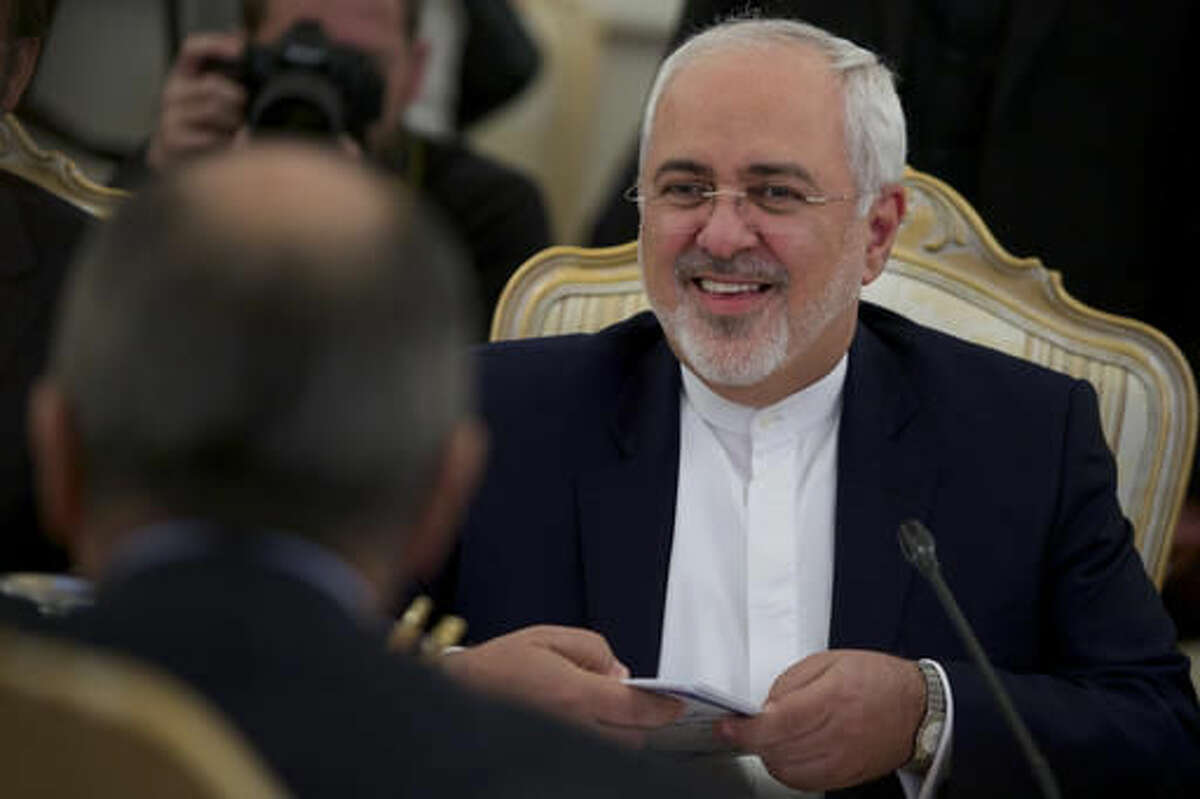 Iranian Foreign Minister Mohammad Javad Zarif smiles during his meeting with Russian Foreign Minister Sergey Lavrov, left, in Moscow, Russia, Friday, Oct. 28, 2016. (AP Photo/Ivan Sekretarev)