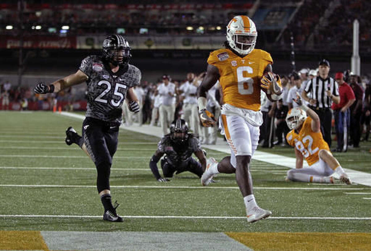 """FILE - In this Sept. 10, 2016, file photo, Tennessee running back Alvin Kamara (6) scores a touchdown against Virginia Tech in an NCAA college football game at Bristol Motor Speedway, in Bristol, Tenn. Tennessee, ranked 18th, just announced that Kamara wouldn't be available to play Saturday at South Carolina due to an injury that wasn't specified. Tennessee coach Butch Jones said he is hoping Kamara could return """"in the next week or two."""" (AP Photo/Wade Payne, File)"""