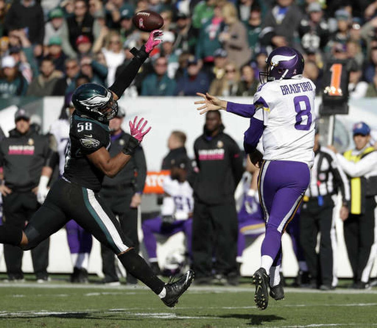 Minnesota Vikings' Sam Bradford, right, tries to pass against Philadelphia Eagles' Jordan Hicks during the second half of an NFL football game, Sunday, Oct. 23, 2016, in Philadelphia. (AP Photo/Michael Perez)