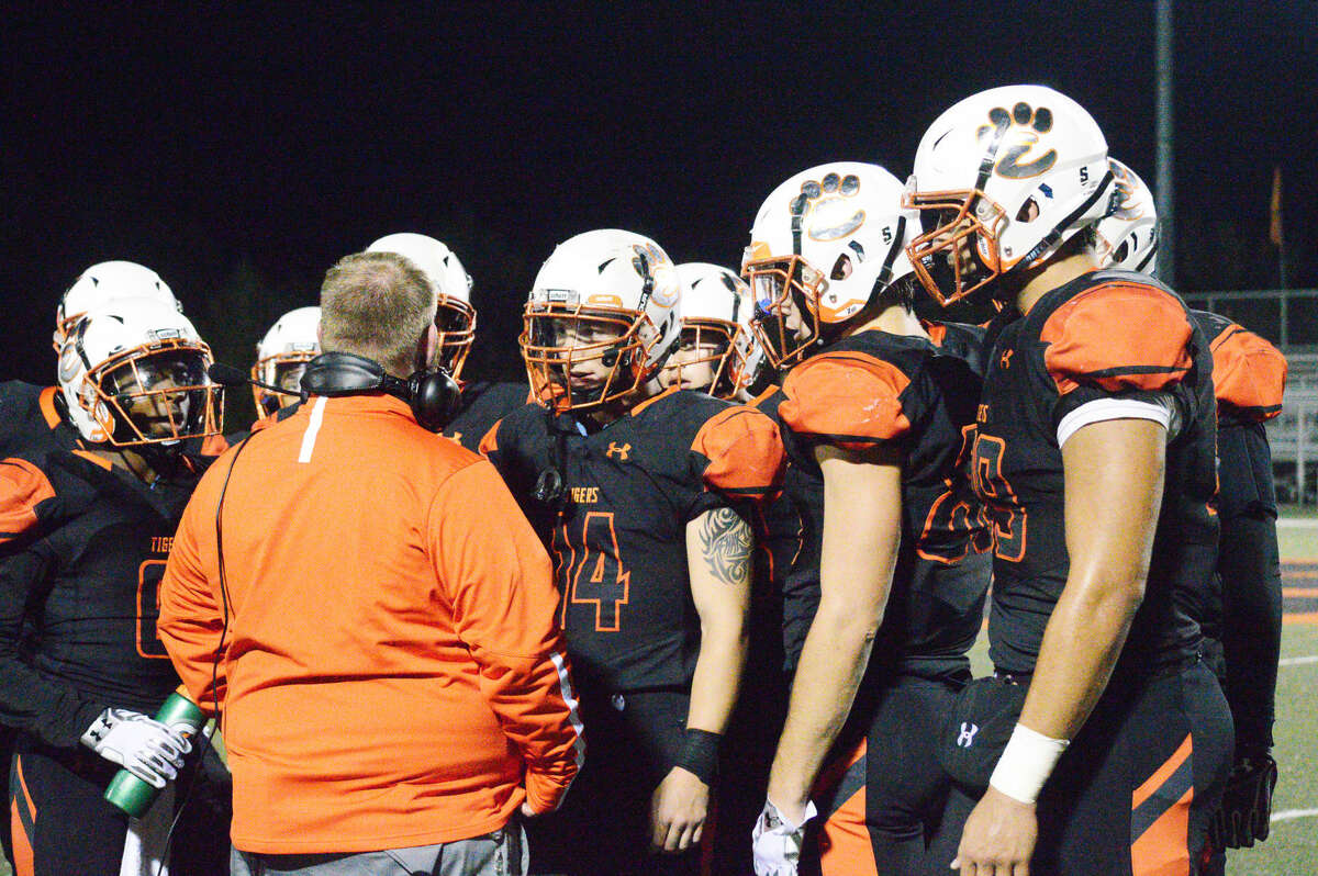 Edwardsville defensive coordinator Kelsey Pickering talks to his defense during a timeout in a Week 9 game against Granite City at the District 7 Sports Complex.