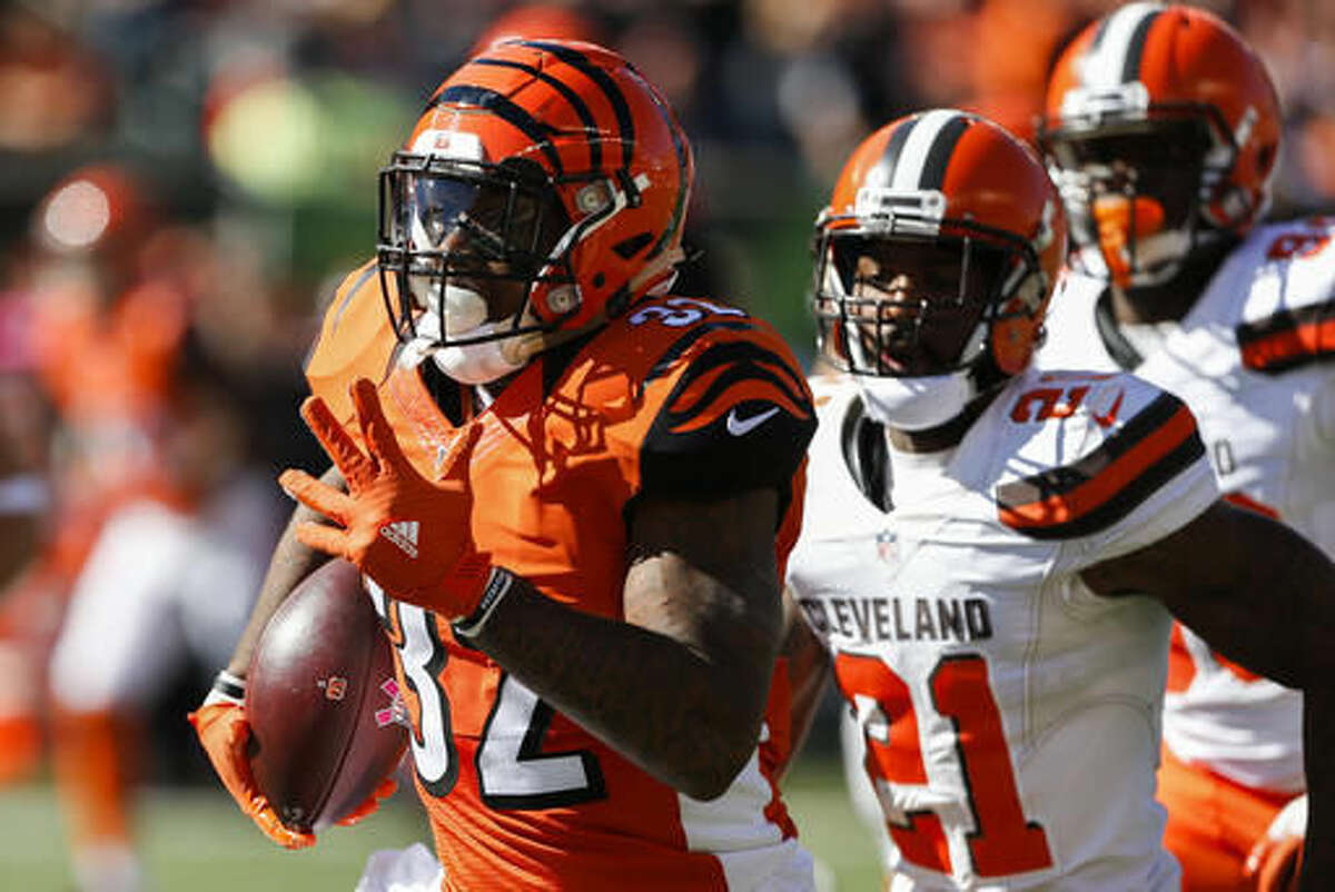 Cincinnati Bengals running back Jeremy Hill (32) runs the ball in the first half of an NFL football game against the Cleveland Browns, Sunday, Oct. 23, 2016, in Cincinnati. (AP Photo/Gary Landers)