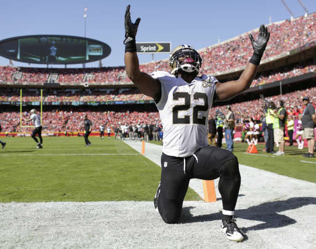 New Orleans Saints running back Mark Ingram (22) celebrates his touchdown during the second half of an NFL football game against the Kansas City Chiefs in Kansas City, Mo., Sunday, Oct. 23, 2016. (AP Photo/Jeff Roberson)