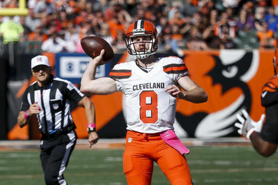 Cleveland Browns quarterback Kevin Hogan throws in the first half of an NFL football game against the Cincinnati Bengals, Sunday, Oct. 23, 2016, in Cincinnati. (AP Photo/Frank Victores)