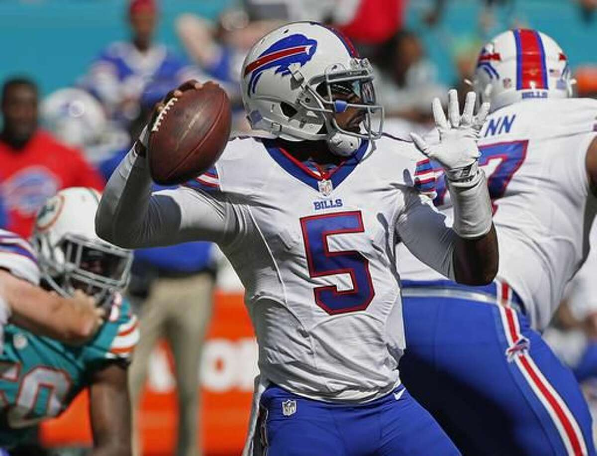 Buffalo Bills quarterback Tyrod Taylor (5), looks to pass, during the first half of an NFL football game against the Miami Dolphins, Sunday, Oct. 23, 2016, in Miami Gardens, Fla. (AP Photo/Wilfredo Lee)