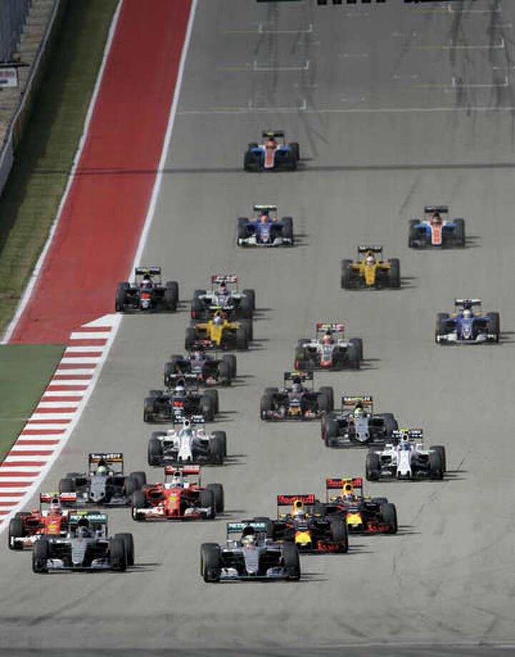 Racers start the Formula One U.S. Grand Prix auto race at the Circuit of the Americas, Sunday, Oct. 23, 2016, in Austin, Texas. (AP Photo/Eric Gay)
