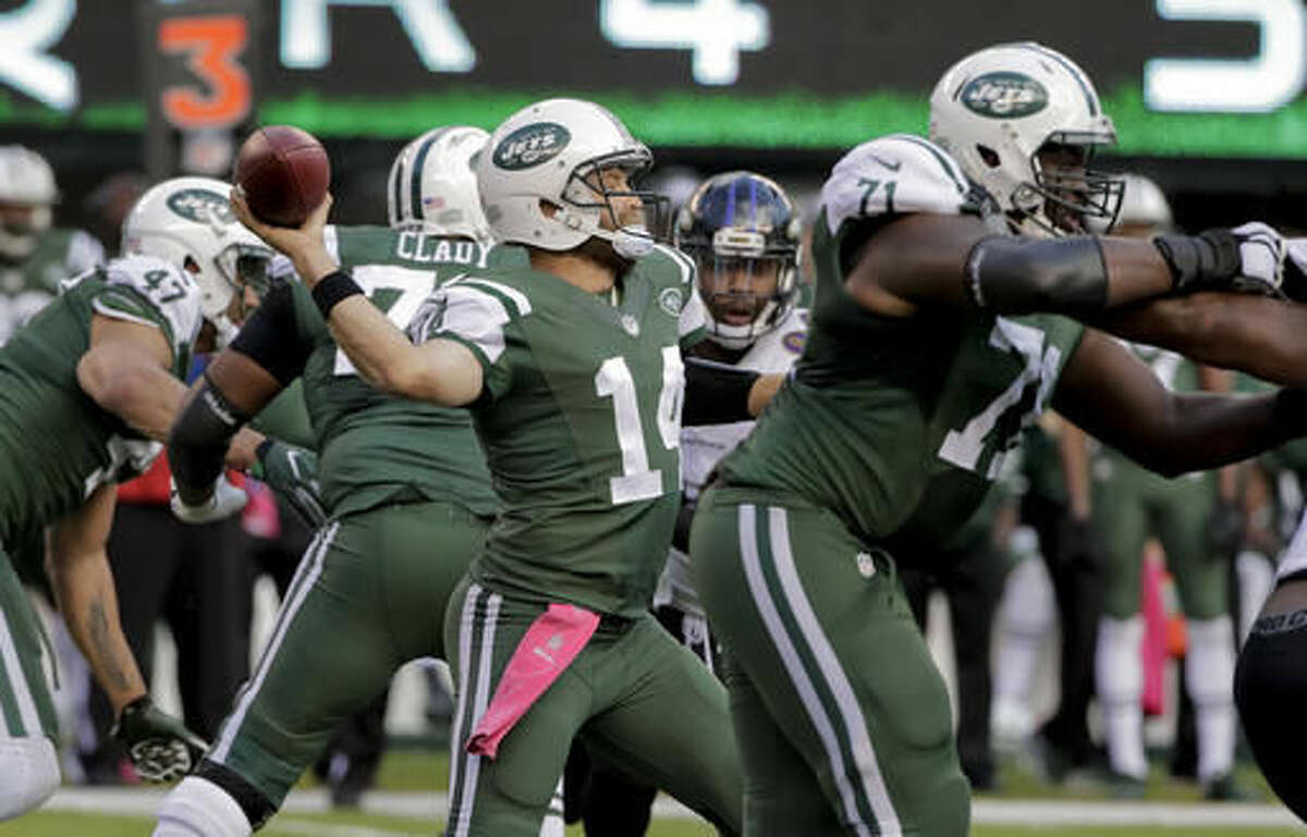 New York Jets quarterback Ryan Fitzpatrick (14) throws against the Baltimore Ravens during the fourth quarter of an NFL football game, Sunday, Oct. 23, 2016, in East Rutherford, N.J. (AP Photo/Frank Franklin II)