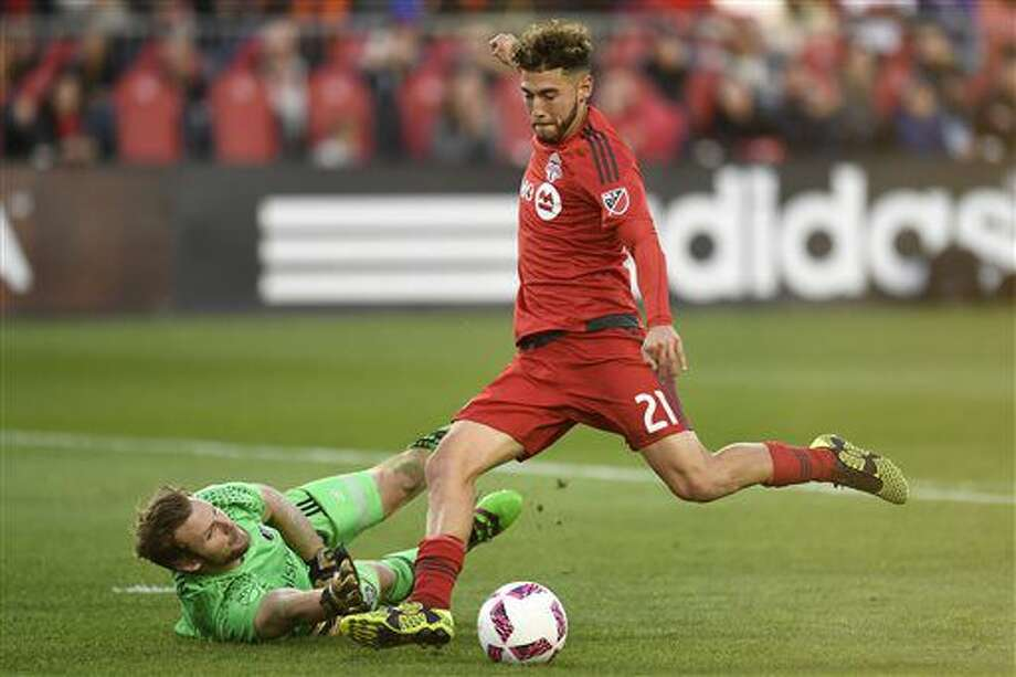 Toronto FC's Jonathan Osorio scores past Chicago Fire keeper Patrick McLain during second half MLS soccer action in Toronto, Sunday, Oct. 23, 2016. (Frank Gunn/The Canadian Press via AP)