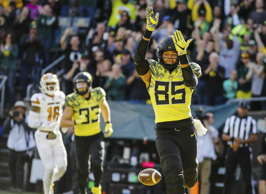Oregon tight end Pharaoh Brown (85), scores a touchdown in the first quarter against Arizona State in an NCAA college football game Saturday, Oct. 29, 2016 in Eugene, Ore. (AP Photo/Thomas Boyd)