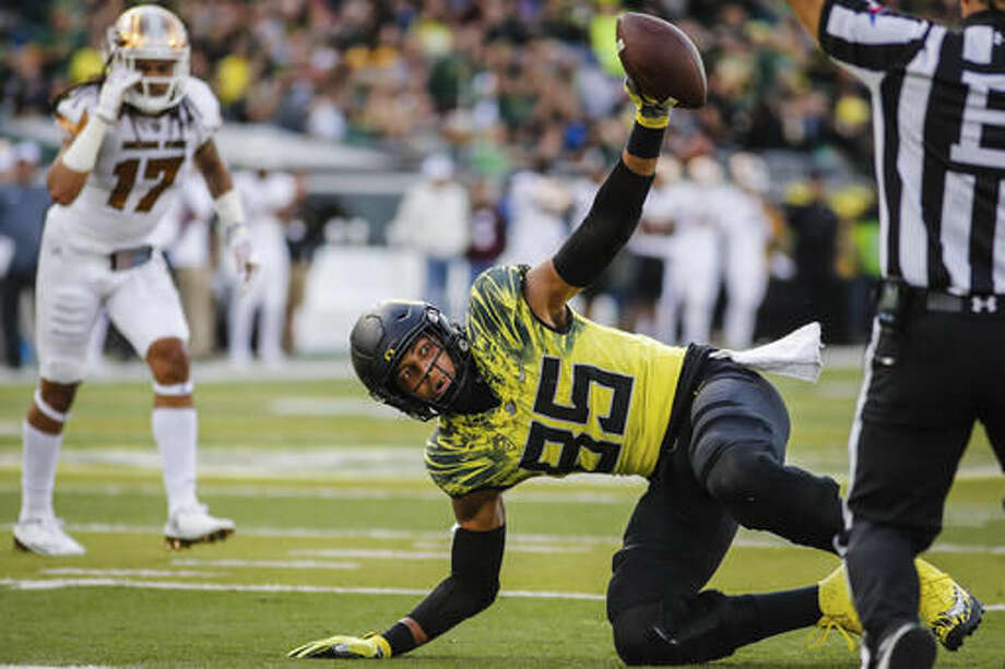 Oregon tight end Pharaoh Brown (85), reacts to his second touchdown before the half against Arizona State in an NCAA college football game Saturday, Oct. 29, 2016 in Eugene, Ore. (AP Photo/Thomas Boyd)