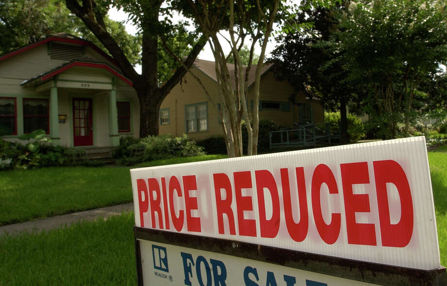 The median price of investment properties in 16 markets tracked by HomeUnion is currently $109,000. The amount is 11 percent lower than the median of $122,000 in the markets during the peak spring and summer months. Photo: Melissa Phillip, Staff / Houston Chronicle