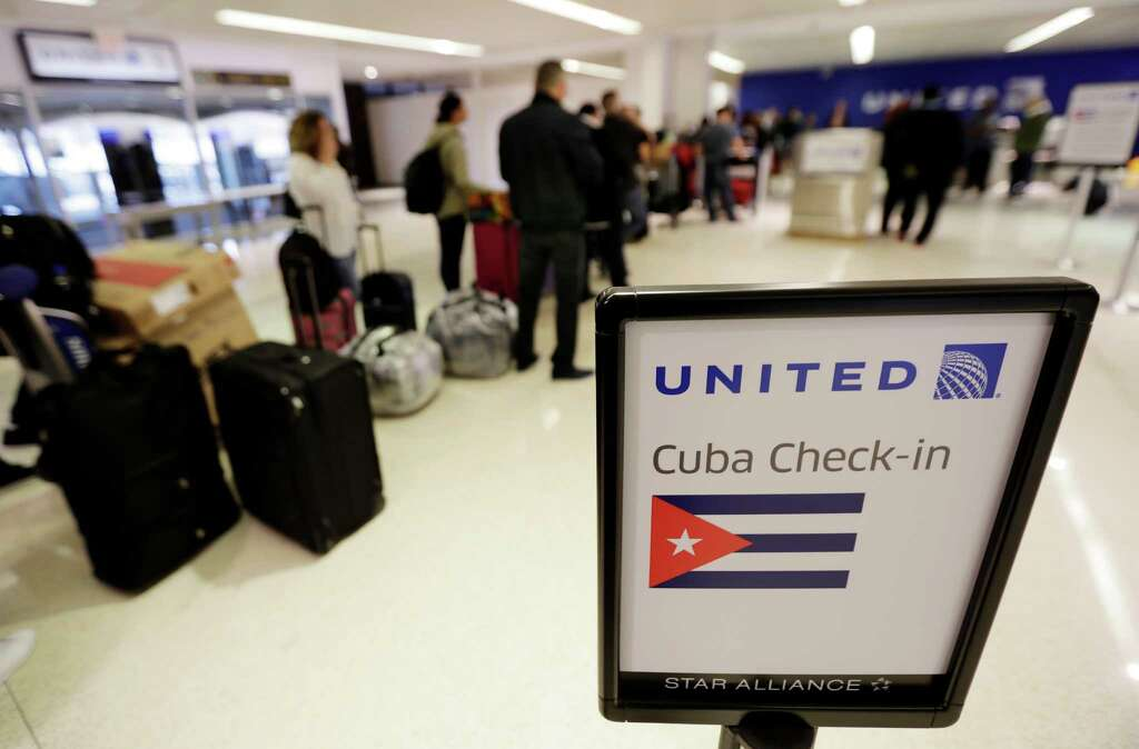 How can you check the United Airlines flight schedule?