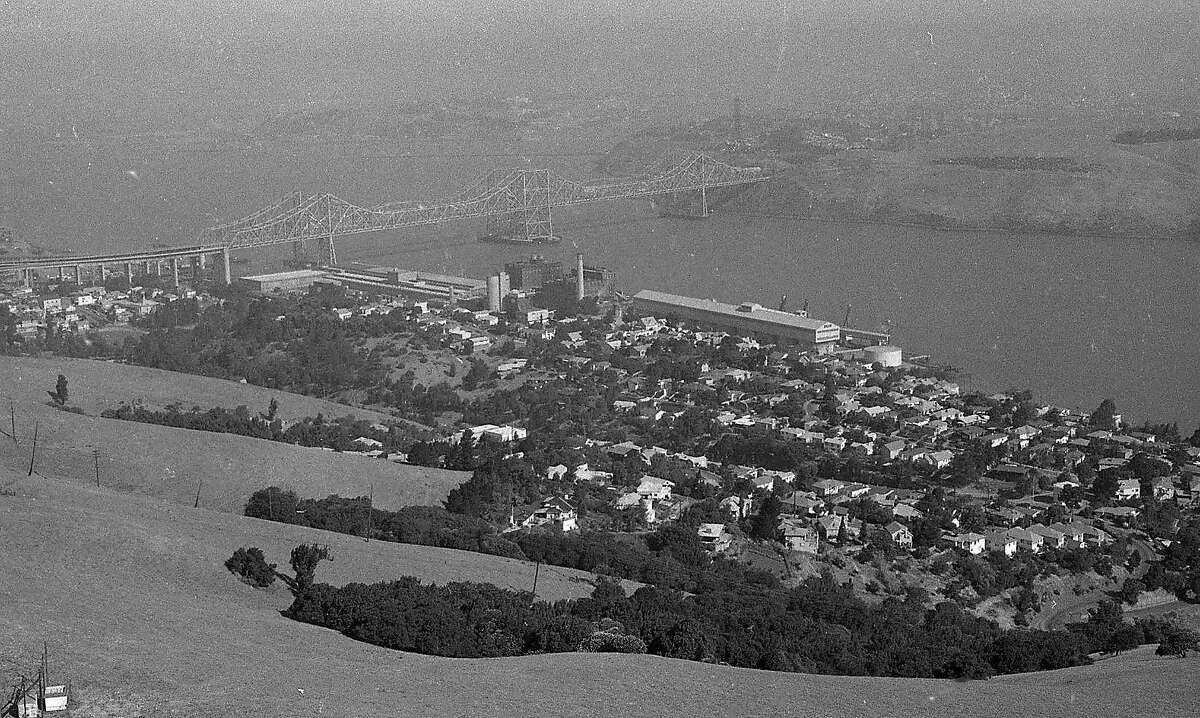 Aerial photos from blimp, East Bay, June 12, 1975 Envelope is No. 12 of a series of 13 packs, and covers According to the negative pack, covers Crockett and Martinez