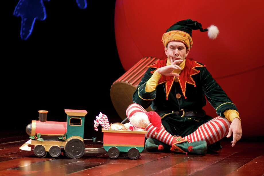 """Todd Waite reprises his role as Crumpet, a disgruntled elf, in """"The Santaland  Diaries"""" at the Alley Theatre. Photo: Nick De La Torre, Staff / Houston Chronicle"""