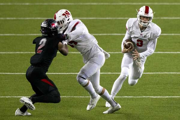 The Woodlands quarterback Eric Schmid (3) picks up a block by wide receiver Grant Murphy (14) for a 40-yard touchdown during the fourth quarter of a Class 6A Division I regional semifinal game at McLane Stadium Saturday, Nov. 26, 2016, in Waco. The Woodlands defeated Austin Bowie 52-31.
