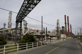 The Chevron Corp. Richmond Refinery stands in Richmond, California, U.S., on Thursday, April 24, 2014. Chevron Corp. hopes to gain city approval to finish hydrogen plant at the Richmond refinery in June or July. Photographer: David Paul Morris/Bloomberg