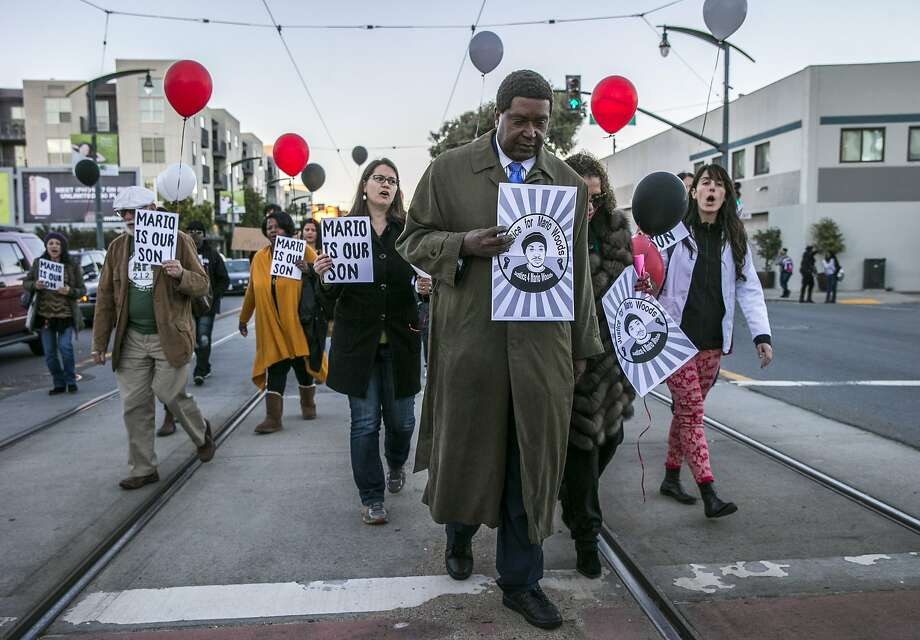 Civil rights lawyer John Burris (center) marches along Third Street during an event commemorating the first anniversary of Mario Woods' death. Photo: Santiago Mejia, The Chronicle