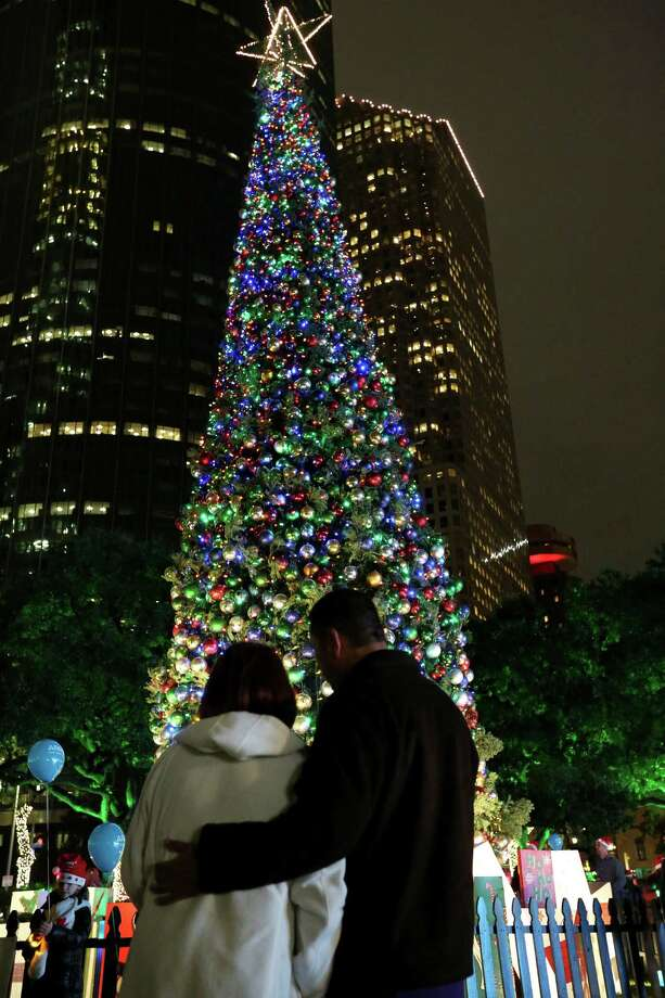 Theresa Watts and Mark Martinez share a tender moment by the City Hall Christmas tree at the 97th Annual Mayor's Holiday Celebration and Tree Lighting Presented by Reliant Friday, Dec. 2, 2016, in Houston. Photo: Yi-Chin Lee, Houston Chronicle / © 2016  Houston Chronicle