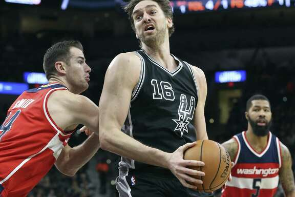 Pau Gasol pivots on Andrew Nicholson as the Spurs host Washington at the AT&T Center on Dec. 2, 2016.