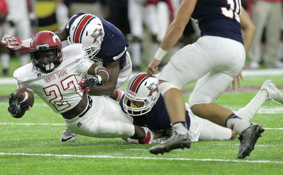 North Shore Darion Mcdaniel (27) leans in for a first down in the first half of Class 6A, Division I state quarterfinals against Atascocita (11-1) on Friday, Dec. 2, 2016, at NRG Stadium in Houston. ( Elizabeth Conley / Houston Chronicle ) Photo: Elizabeth Conley, Staff / © 2016 Houston Chronicle