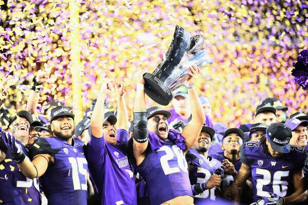 The Washington Huskies celebrate after beating the Colorado Buffaloes in the Pac-12 Championship game at Levi's Stadium on December 2, 2016 in Santa Clara, California.  (Photo by Robert Reiners/Getty Images)