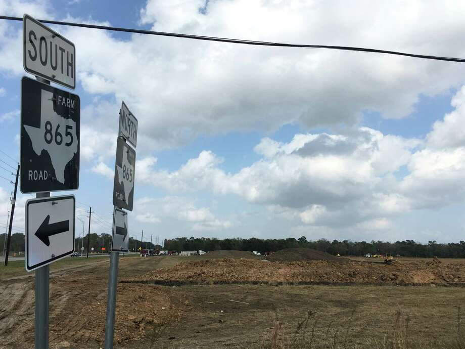 The Lake Park Townhome Apartments will be built on 30 acres at the northeast corner of Cullen Boulevard (FM 865) and McHard Road/Brookside Road in Pearland. There will be 247 units. Photo: Katherine Feser