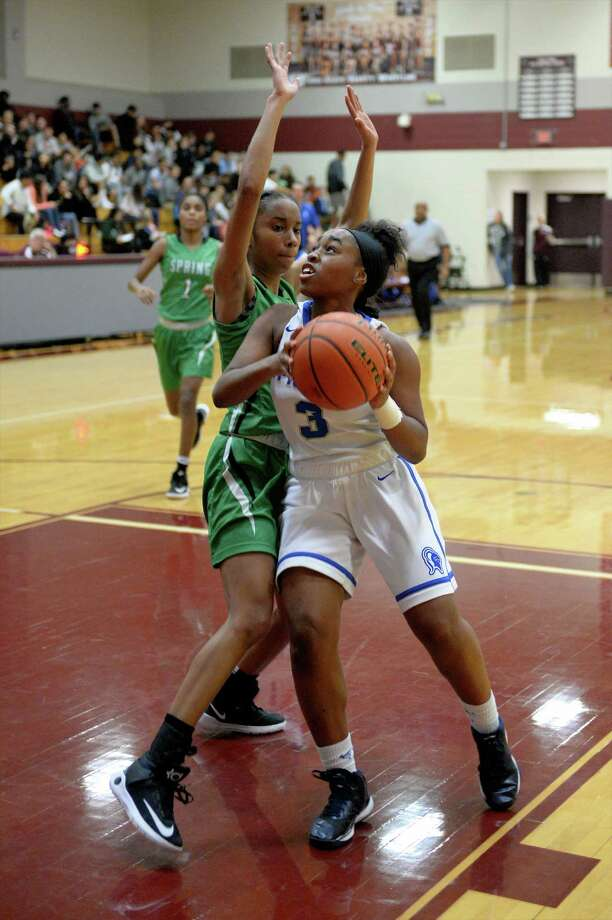 Iman Lloyd (3) of Episcopal drives towards the hoop during the first half of a girls basketball game between the Episcopal Knights and Spring Lions at the Katy ISD-Phillips 66 Tournament on Friday December 2, 2016 at Cinco Ranch HS, Katy, TX. Photo: Craig Moseley, Houston Chronicle / ©2016 Houston Chronicle
