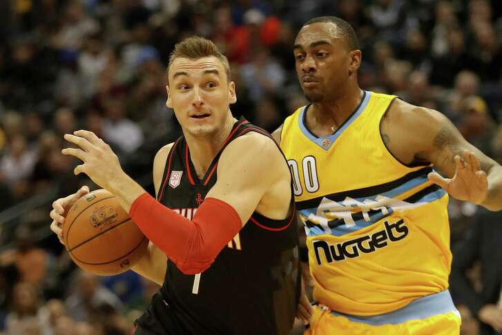 DENVER, CO - DECEMBER 02:  Sam Dekker #7 of the Houston Rockets drives to the basket against Darrell Arthur #00 of the Denver Nuggets at the Pepsi Center on December 2, 2016 in Denver, Colorado. NOTE TO USER: User expressly acknowledges and agrees that , by downloading and or using this photograph, User is consenting to the terms and conditions of the Getty Images License Agreement.