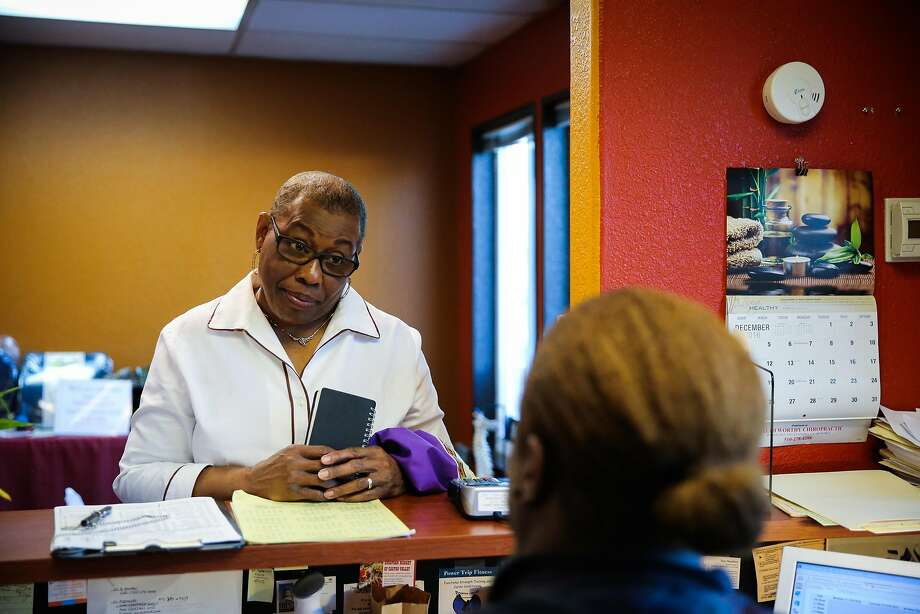 Annie Battle, 73, chats with her chiropractor Dr. B Worthy (right) before an appointment, in Castro Valley, California, on Thursday, December 1, 2016. Photo: Gabrielle Lurie, The Chronicle
