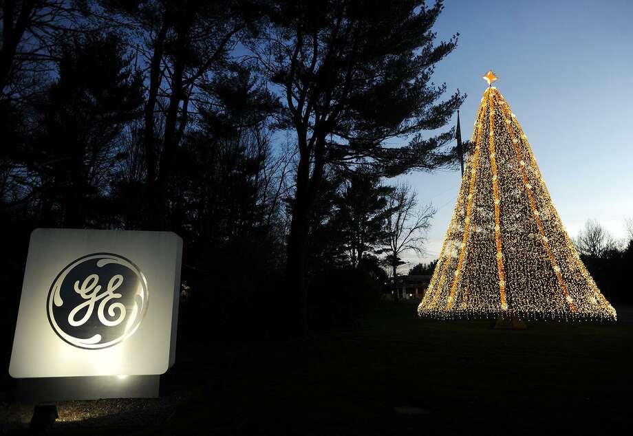 Ge Christmas Tree Lights.Tree Lighting At Former Ge Campus To Shine Again
