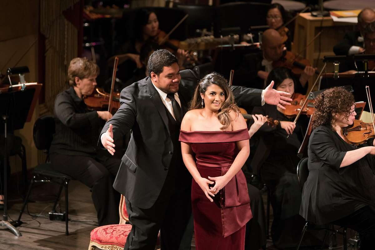 Pene Pati (l.) and Amina Edris sing a duet by Donizetti at the Adler Fellows Gala concert