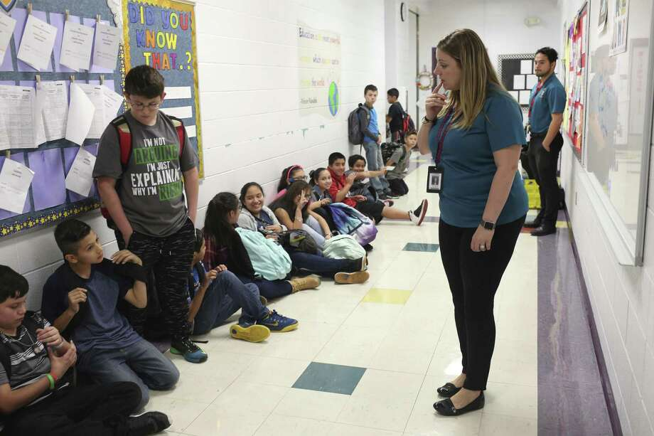 Harlandale Independent School District's Wright Elementary School reading teacher Valerie Simonoff gives instruction to her fifth-grade students before class Nov. 15. The low-property wealth school district is now under investigation by the TEA. Photo: JERRY LARA /San Antonio Express-News / © 2016 San Antonio Express-News