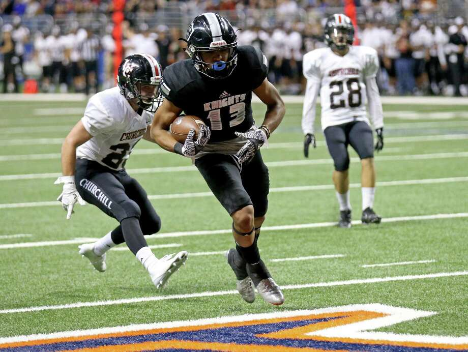 2016 file photo of Steele's Onyx Smith scoring  a touchdown in the Class 6A Division II state quarterfinal playoff game. Photo: Photos By Edward A. Ornelas / San Antonio Express-News / © 2016 San Antonio Express-News
