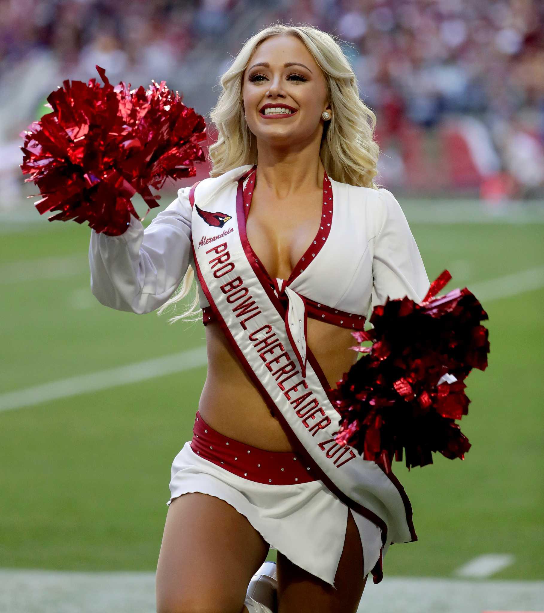pro football cheerleader