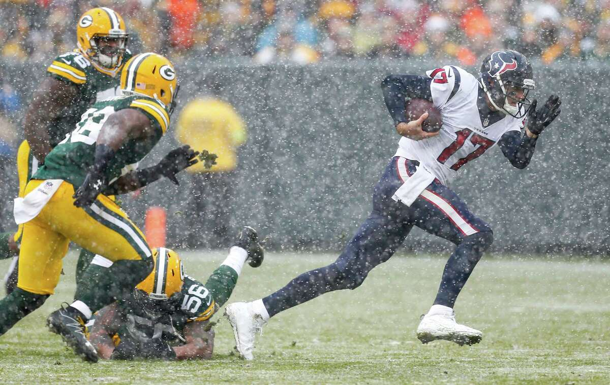 McCLAIN'S GRADES FOR TEXANS VS. PACKERS Quarterback This loss can't be pinned on Brock Osweiler. Playing in snow and wind, he was 22-of-35 for 202 yards and two touchdowns. He didn't throw an interception or lose a fumble. His rating was 97.6. He also ran for two first downs. Grade: C-plus