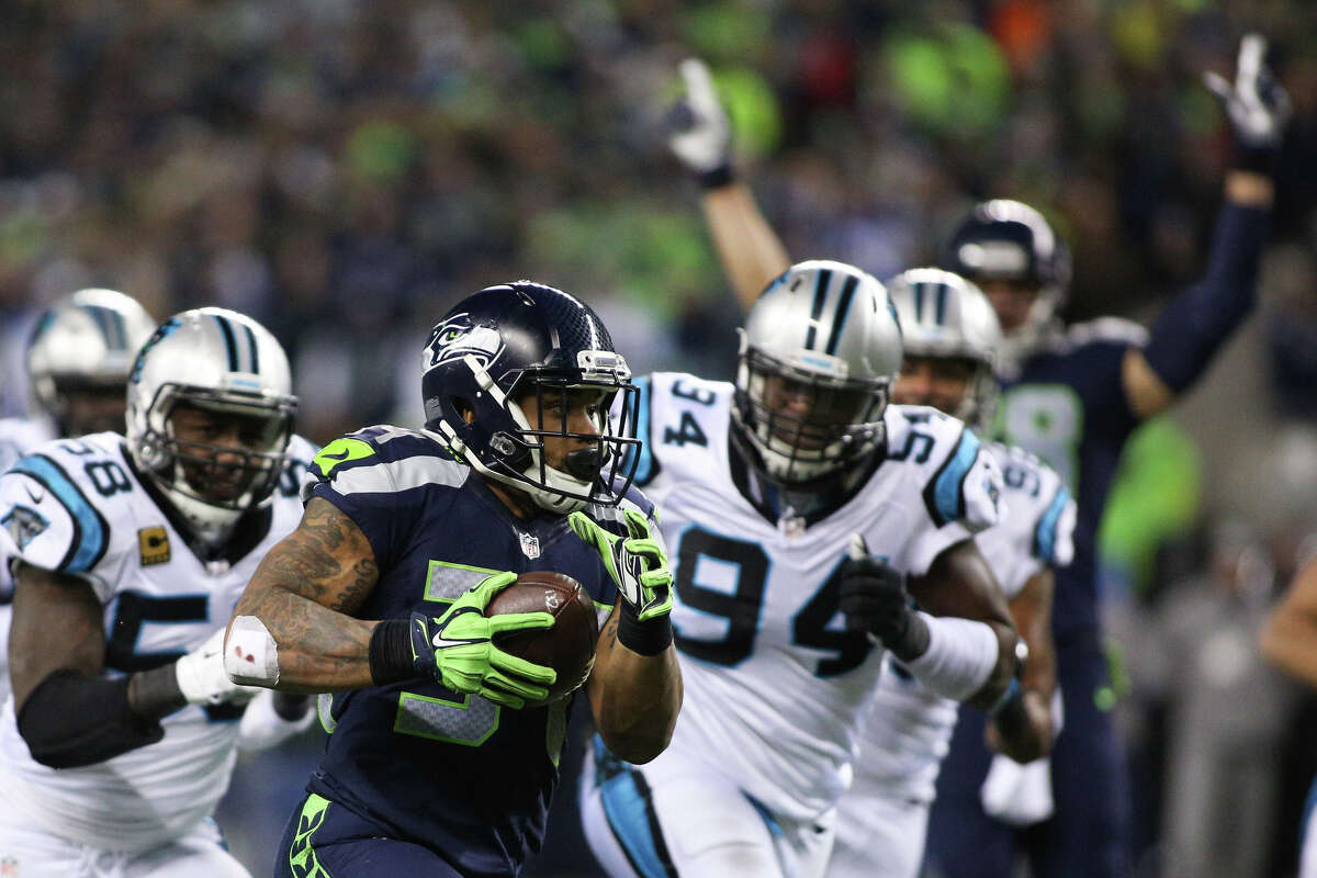 Seahawks running back Thomas Rawls runs the ball in for a touchdown as Seahawks tight end Jimmy Graham throws up his arms in the first half at CenturyLink Field on Sunday, Dec. 4, 2016.