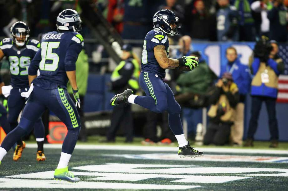 Seahawks running back Thomas Rawls scores a touchdown in the first quarter of the Seahawks game against the Carolina Panthers, Sunday, Dec. 4, 2016, at CenturyLink Field. Photo: SEATTLEPI.COM / SEATTLEPI.COM