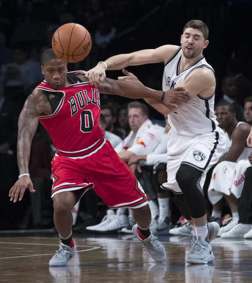 Chicago Bulls guard Isaiah Canaan (0) and Brooklyn Nets guard Joe Harris fight for a loose ball during the first half of an NBA basketball game, Monday, Oct. 31, 2016, in New York. (AP Photo/Mary Altaffer)