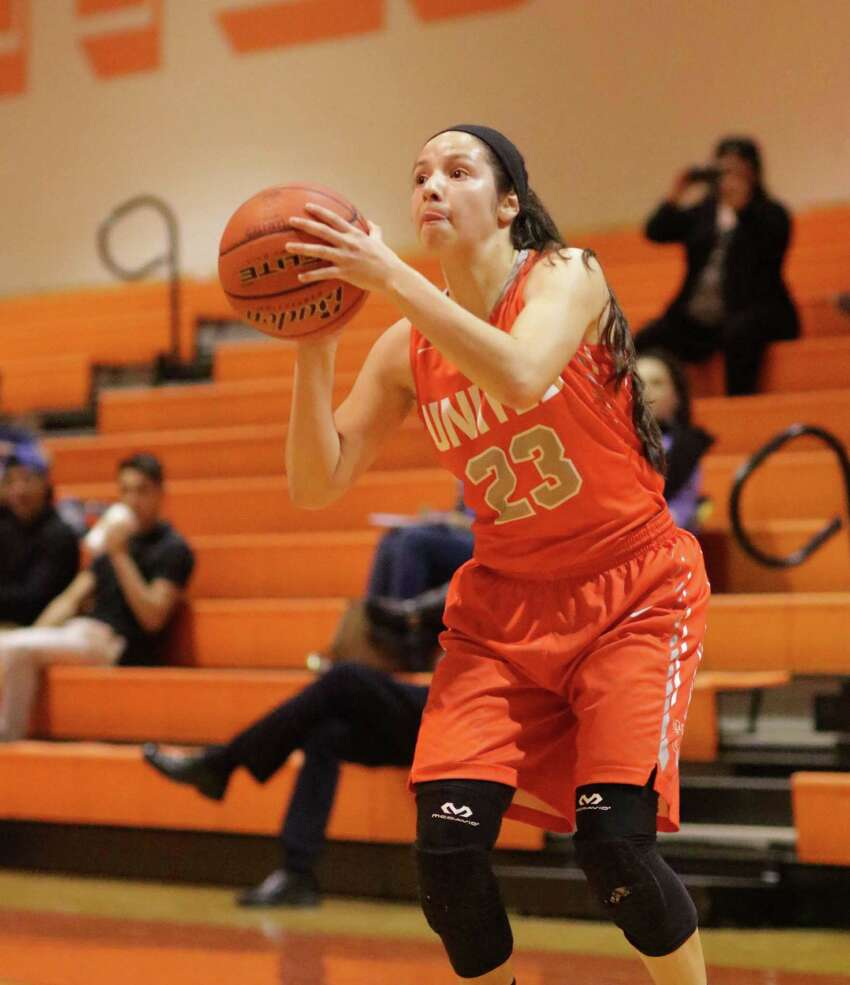 Natalie Treviño is averaging 19.3 points, 6.6 rebounds, 6.4 assists and 5.2 steals per game.