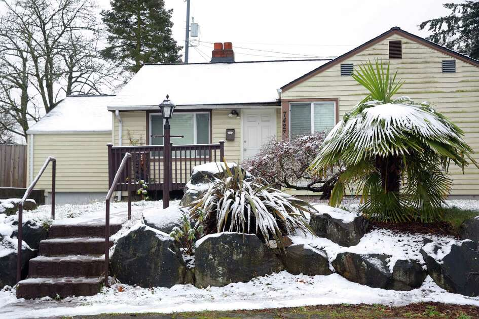 Homes and vehicles are dusted in snow in a neighborhood in south Rainier Beach, Monday,  Dec. 5, 2016.  Areas of King County over 400 feet saw some snow fall early Monday morning.