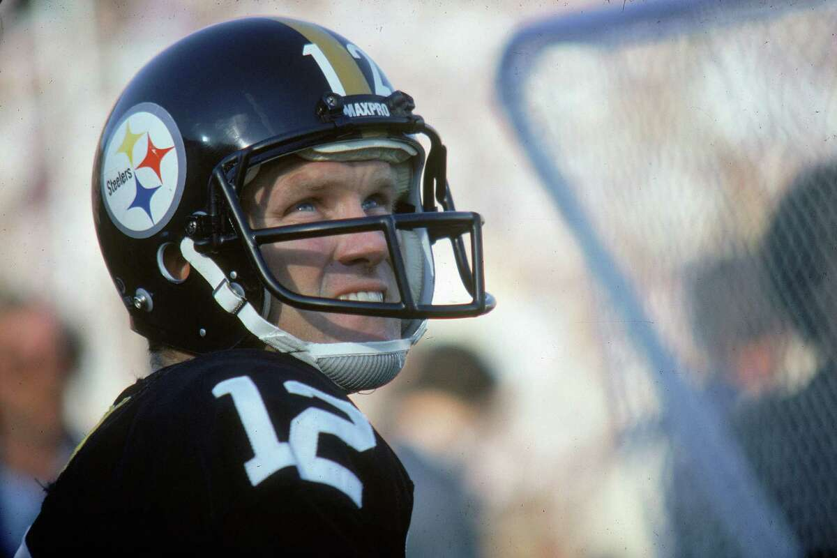 PASADENA, CA - JANUARY 20: Pittsburgh Steelers quarterback Terry Bradshaw #12 looks on from the sideline during a 31-19 victory over the Los Angeles Rams in Super Bowl XIV on January 20, 1980, at the Rose Bowl in Pasadena, California. (Photo by Fred Roe/Getty Images)