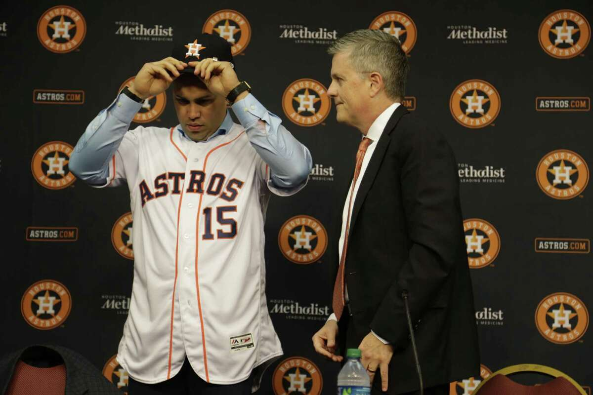 Houston Astros General Manager Jeff Luhnow right, during a press conference announcing a one year contract with Carlos Beltran .Dec. 5,2016 in Houston.