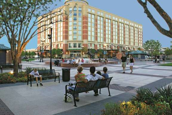 Sugar Land Town Square is an entertainment, dining, shopping and business district located at the intersection of Interstate 59 and Highway 6.