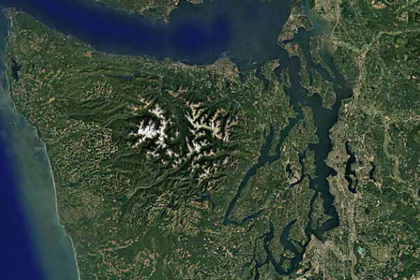 Check out Washington's largest cities and parks as they appeared 30 years ago and today, as pictured in satellite photos presented by Google Earth.