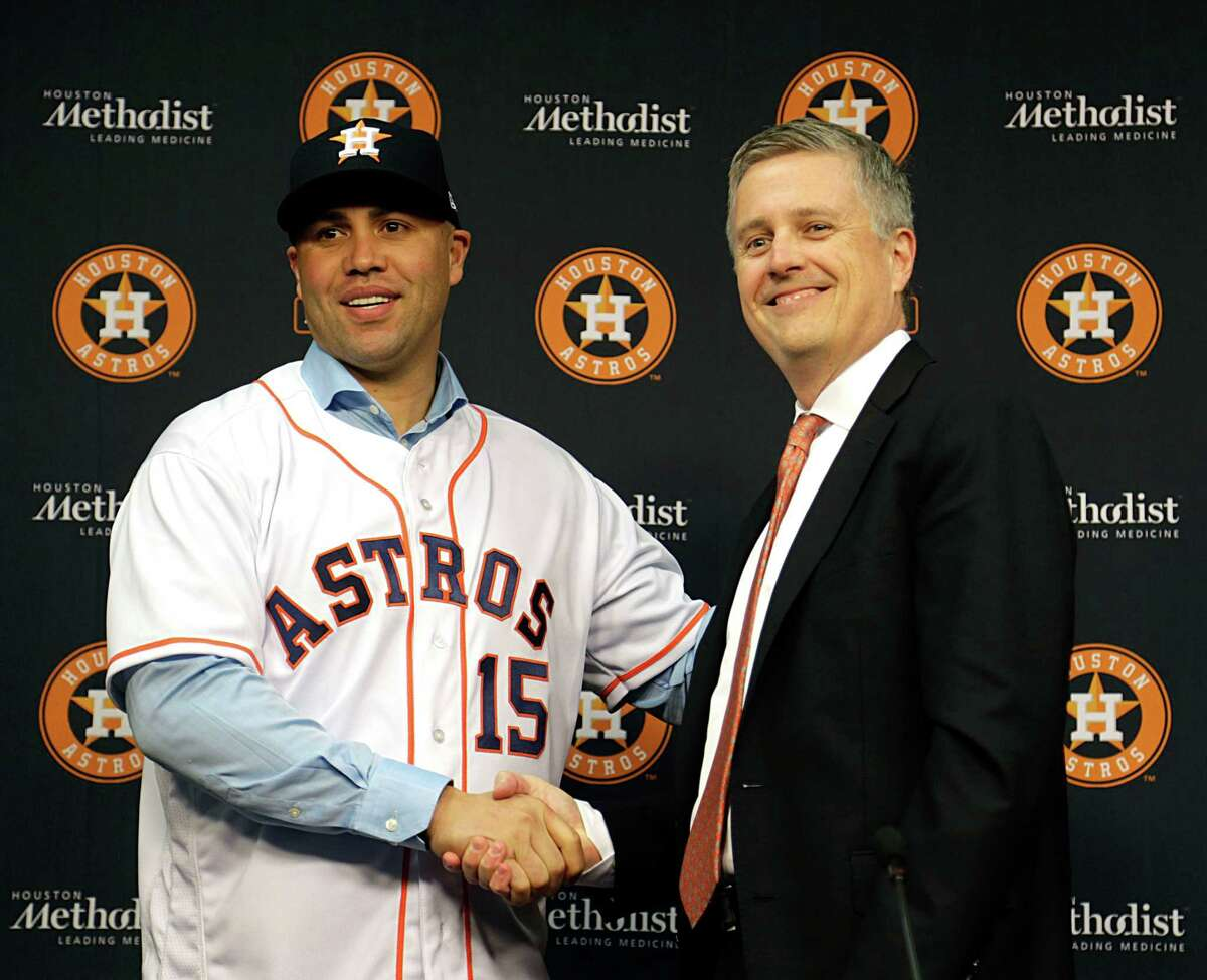 Carlos Beltran left, and Houston Astros General Manager Jeff Luhnow during a press conference announcing the signing of a one year contract with Beltran Dec. 5, 2016, in Houston. ( James Nielsen / Houston Chronicle )