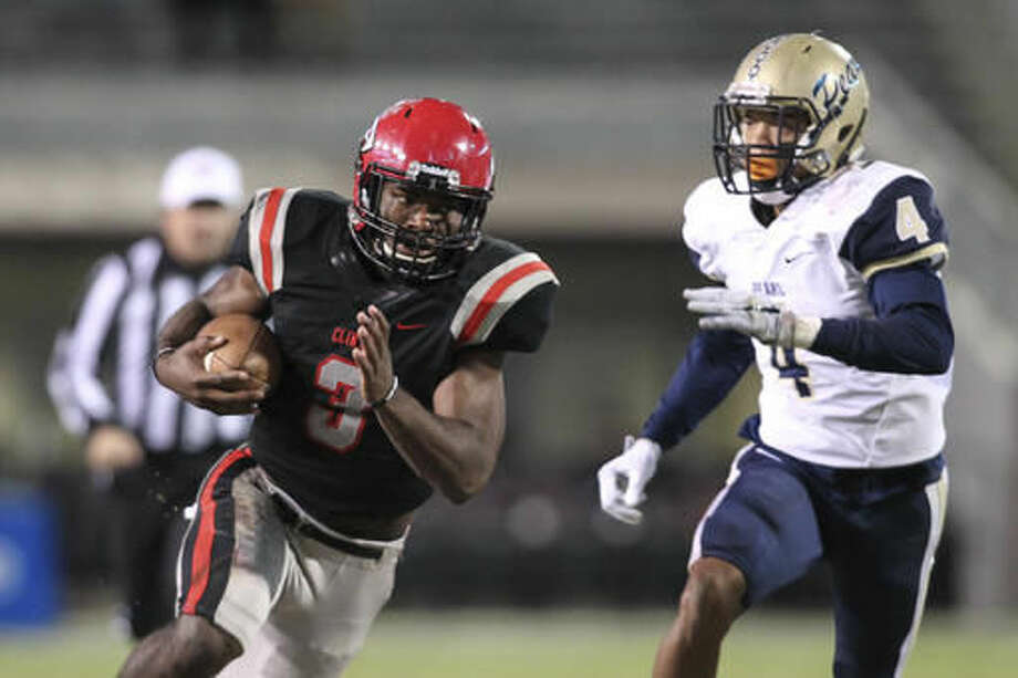 Clinton quarterback Cam Akers (3) runs for a touchdown against Pearl defender Johnquarise Patterson during the first half of the MHSAA Class 6A championship football game in Starkville, Miss., Friday, Dec. 2, 2016. (James Pugh/The Laurel Chronicle, via AP) Photo: James Pugh