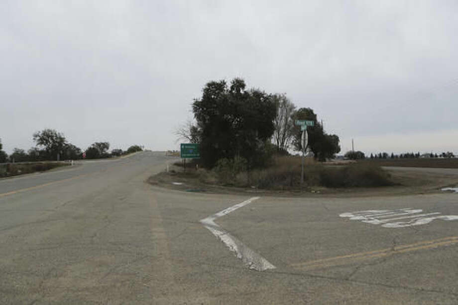 A section of road along County Road 17 and Interstate 5 in Redding, Calif., shown on Friday, Nov. 25, 2016, is where Sherry Papini, a 34-year-old wife and mother was found on Thanksgiving Day. Authorities are looking for two armed women they believe abducted Papini on Nov. 2. (Andreas Fuhrmann/Record Searchlight via AP) Photo: Andreas Fuhrmann