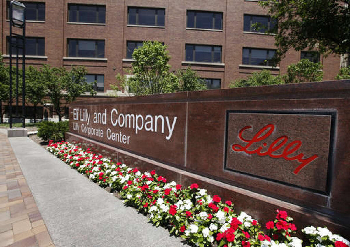 FILE - This June 30, 2011, file photo, shows the Eli Lilly and Company corporate headquarters in Indianapolis. Eli Lilly said Wednesday, Nov. 23, 2016, that its potential Alzheimer's treatment, solanezumab, failed in another large clinical study, ending hope that researchers had finally found a drug that can slow the fatal, mind-robbing disease. (AP Photo/Darron Cummings, File)