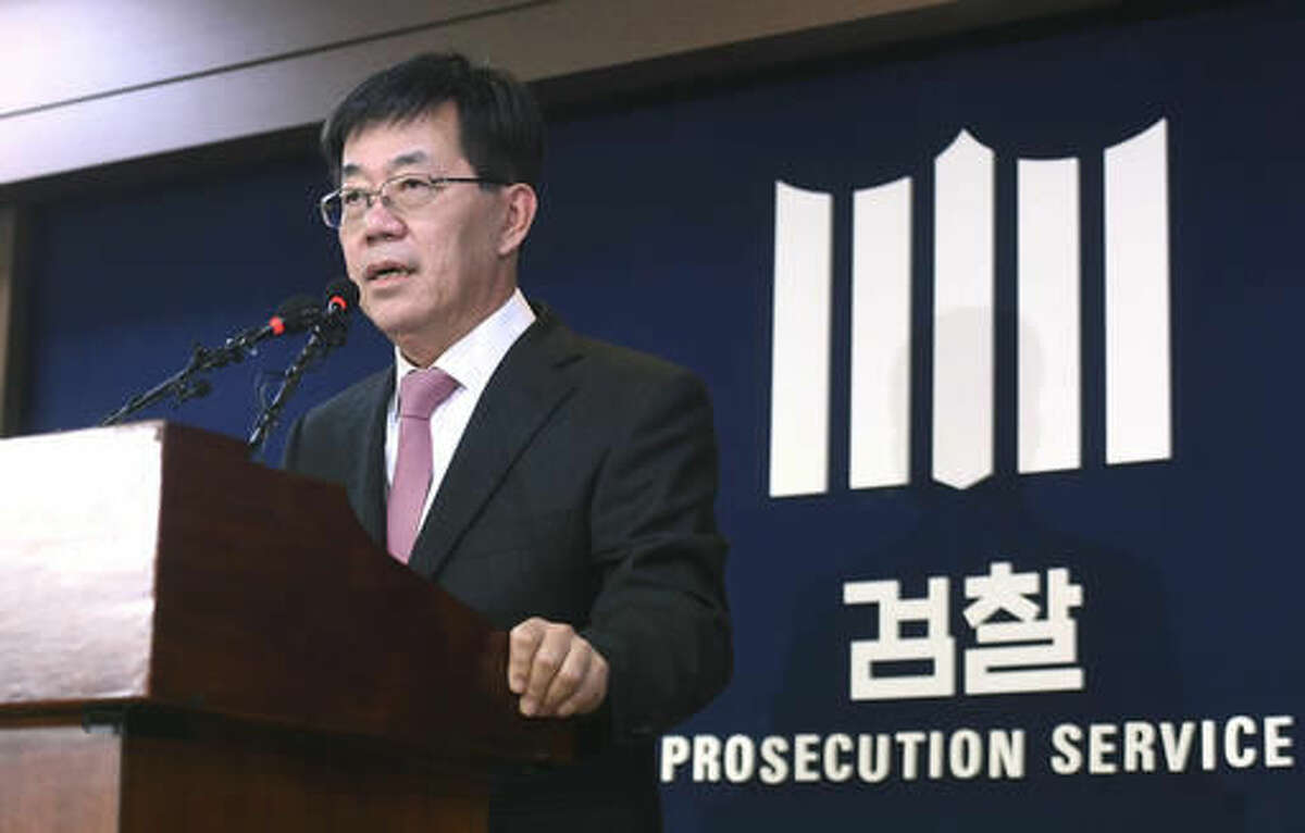 Lee Young-ryeol, chief prosecutor of the Seoul Central Prosecutors' Office, speaks during a press conference at his office in Seoul, South Korea, Sunday, Nov. 20, 2016. Lee said they believe President Park Geun-hye conspired in criminal activities of a secretive confidante who allegedly manipulated government affairs and exploited her presidential ties to amass an illicit fortune - a damning revelation that may convince opposition parties to push for her impeachment. (Kim Hyun-tae/Yonhap via AP)